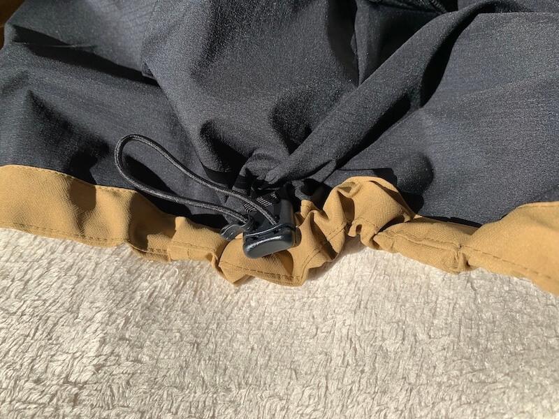 マウンテンジャケットの裾調節機能