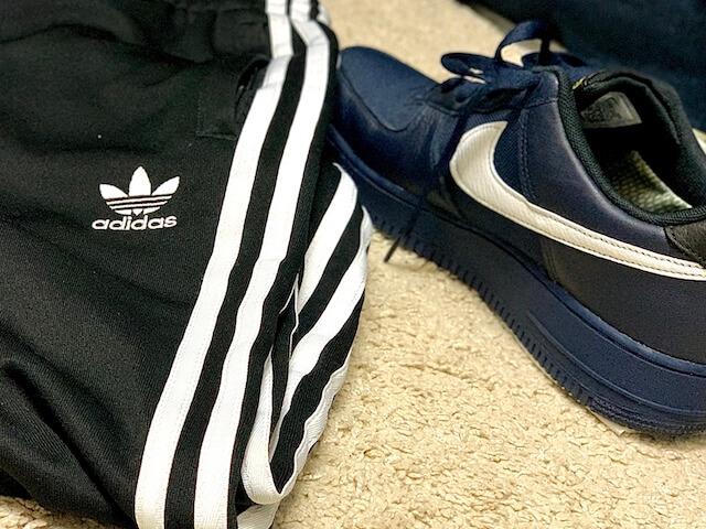 【adidasにNIKEの靴】はダサい?仮説を3つ挙げ考察してみた